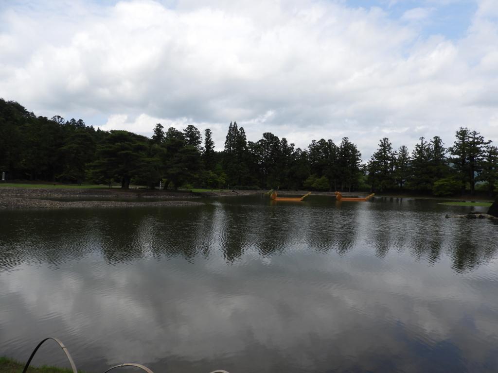 浄土を空想させるようつくられた毛越寺境内の池