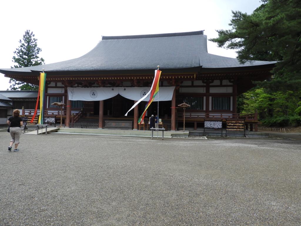 平安様式の建物である毛越寺の本堂