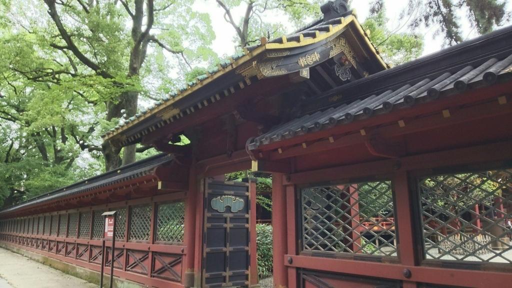 根津神社の朱色の西門