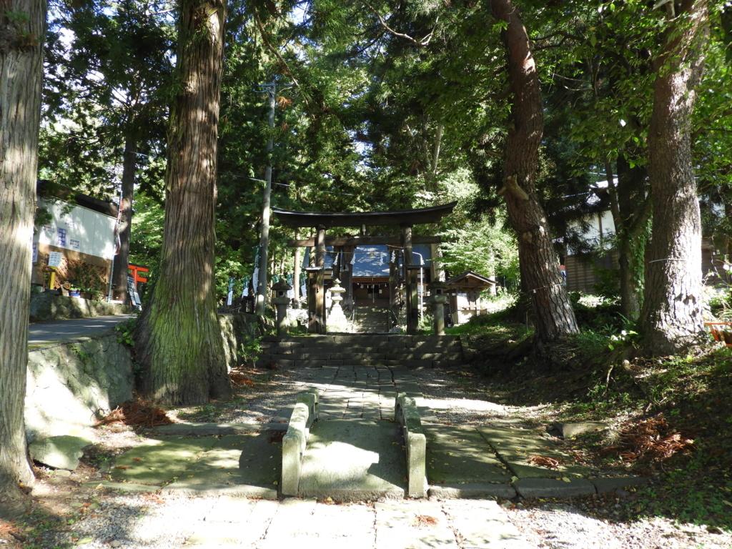 山家神社の参道