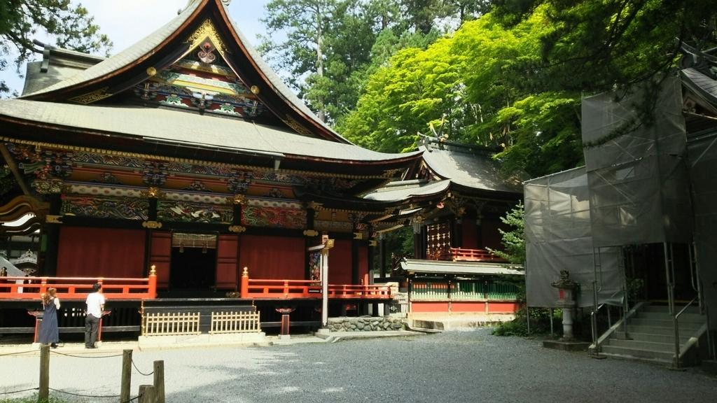 拝殿の奥にある三峯神社の本殿