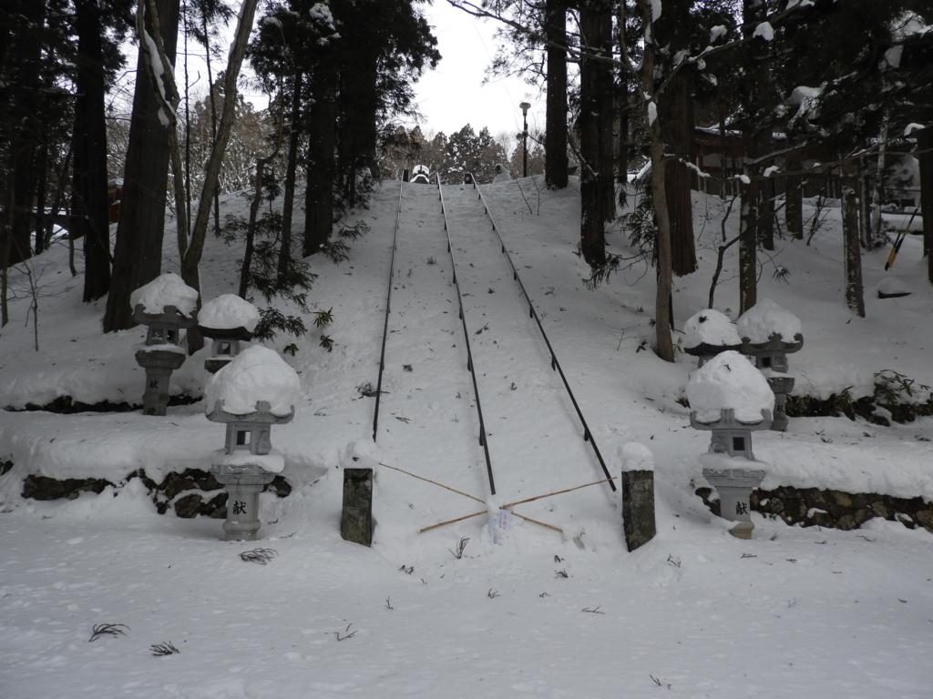通行止めになった戸隠神社中社の石段