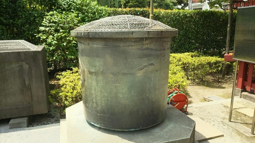先の大戦末期に御本尊を逗子ごと納めた浅草寺の天水桶