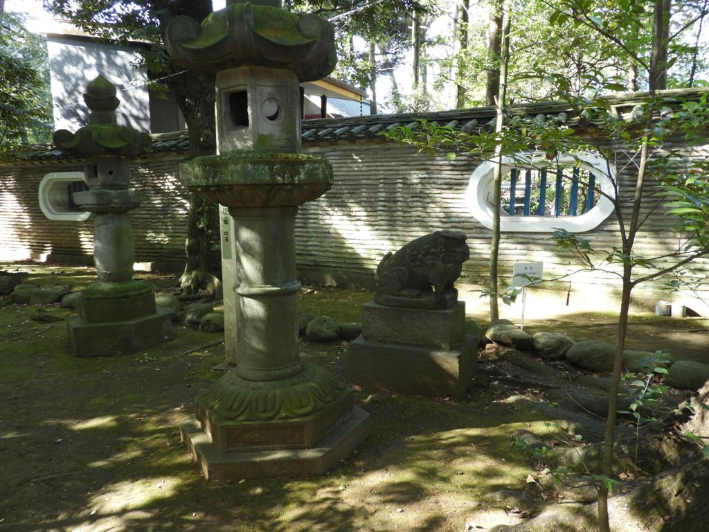 狛犬と石灯籠