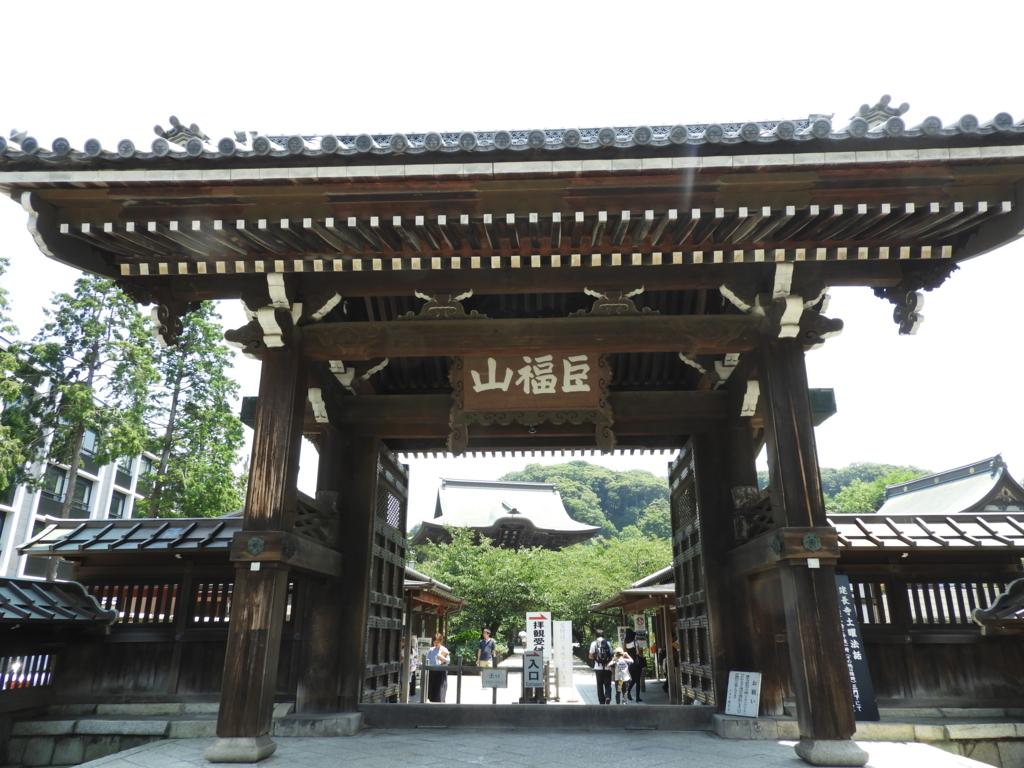 京都の半船三昧院より移築されてきた建長寺の総門