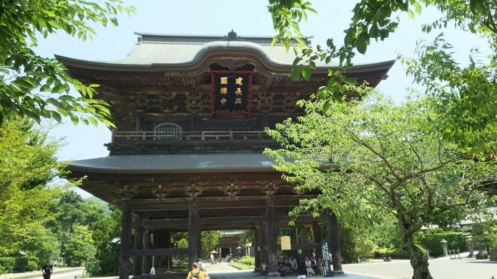 1775年に建立された重要文化財である建長寺の三門