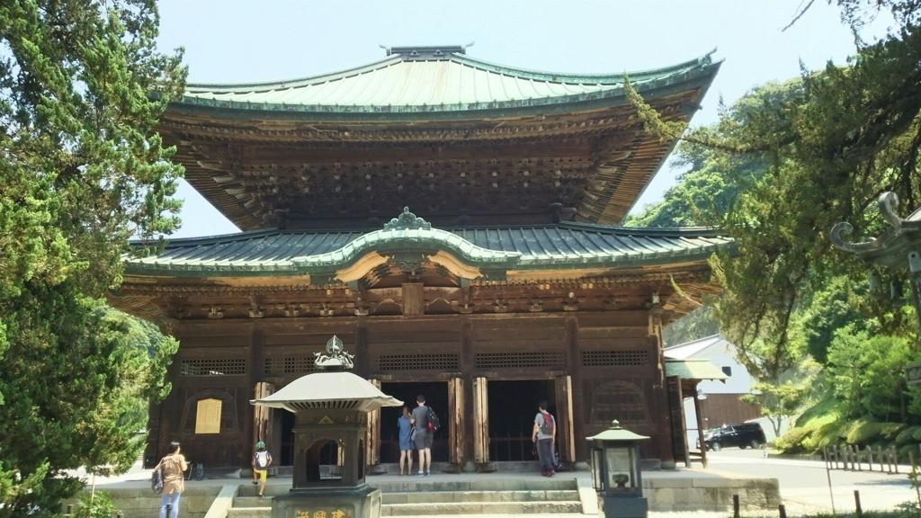 増上寺にあった徳川秀忠夫人の霊屋を譲り受け、1647年に移築した建長寺の仏殿