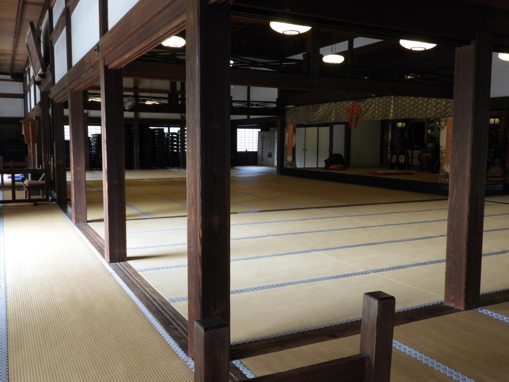 乃木坂46の撮影場所ともなった建長寺の方丈の広間