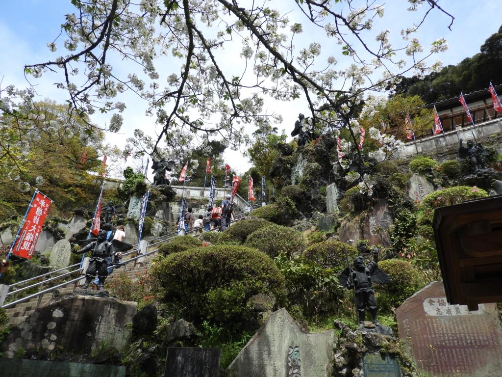 建長寺の塔頭である半蔵坊への最後の石段