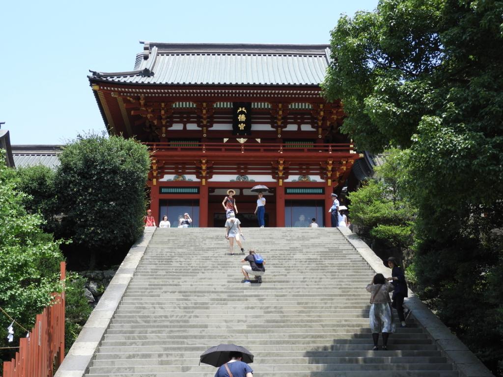 鎌倉の街を一望できる鶴岡八幡宮の大石段