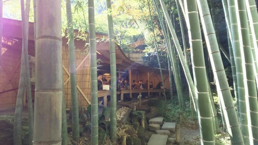 竹林の中に設けられた茶席の休耕庵