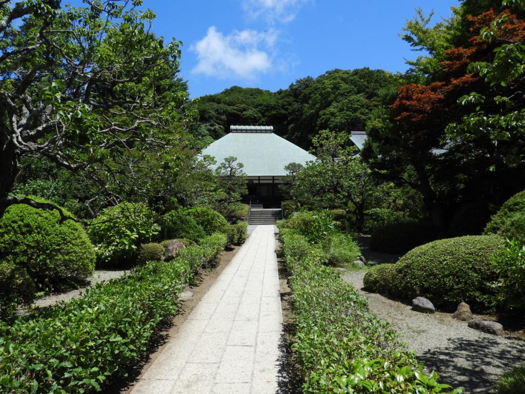 格式の高い寺院である浄妙寺の境内