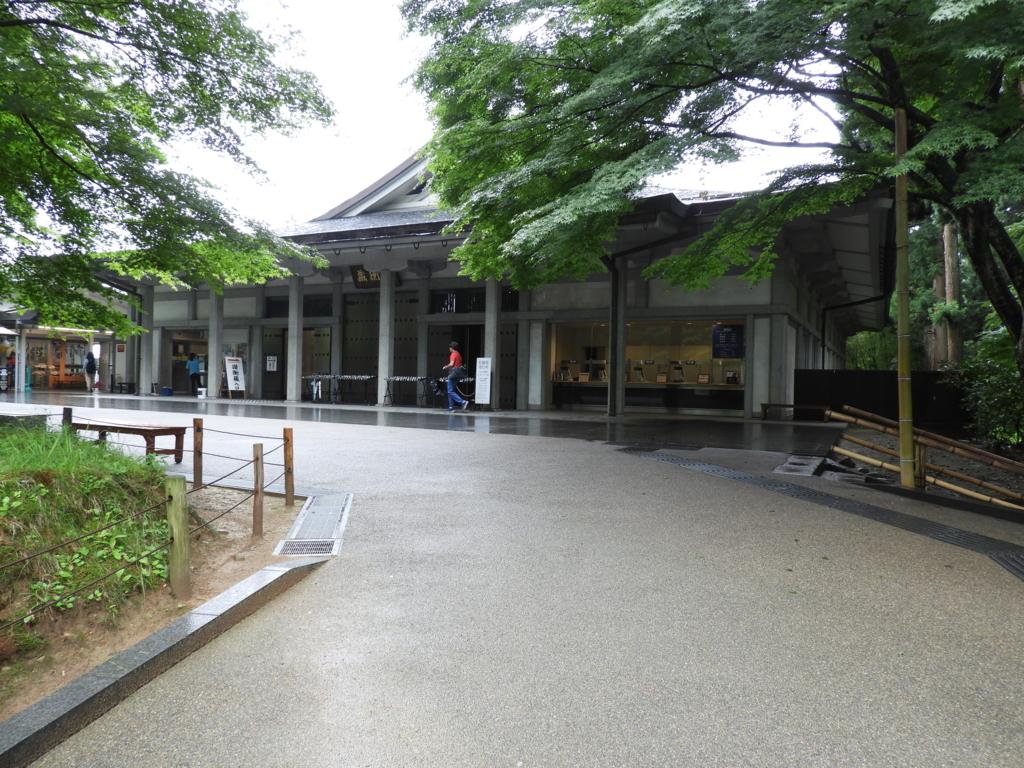 讃衡蔵内にある中尊寺金色堂の拝観券売り場