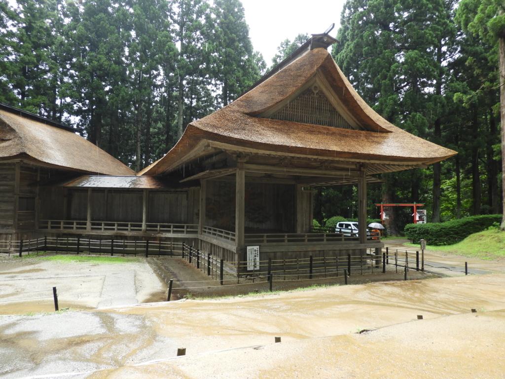 日本芸能史上貴重な遺構である白山神社の能舞台