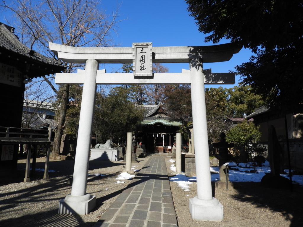 三囲神社の二の鳥居