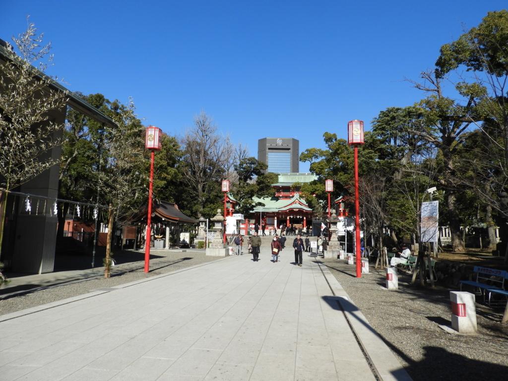 清々しい富岡八幡宮の正面参道