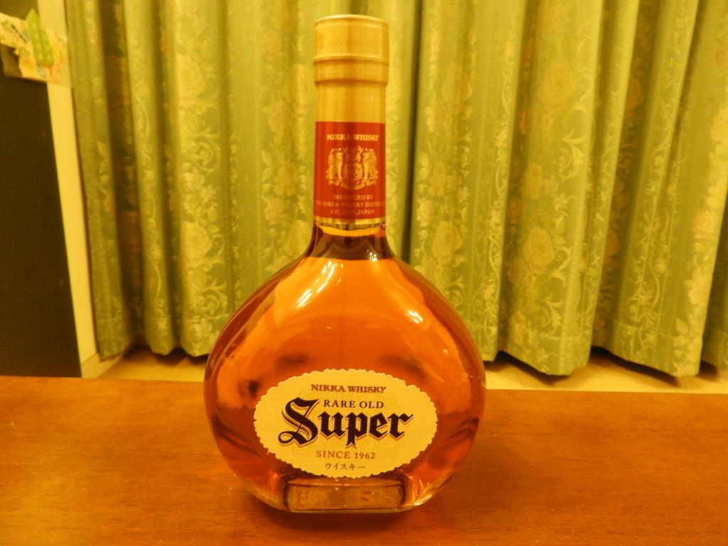 スーパーニッカのシンプルで美しいボトル