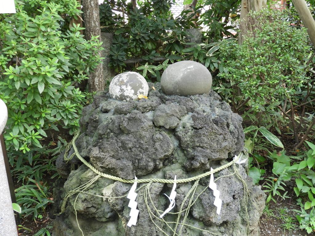 海の岩から自然に生まれた多摩川浅間神社の子産石