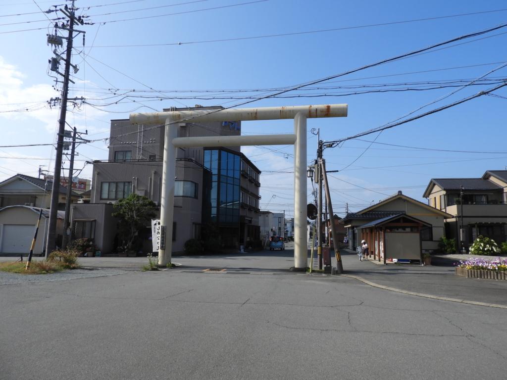 二見浦駅前にある二見興玉神社の鳥居