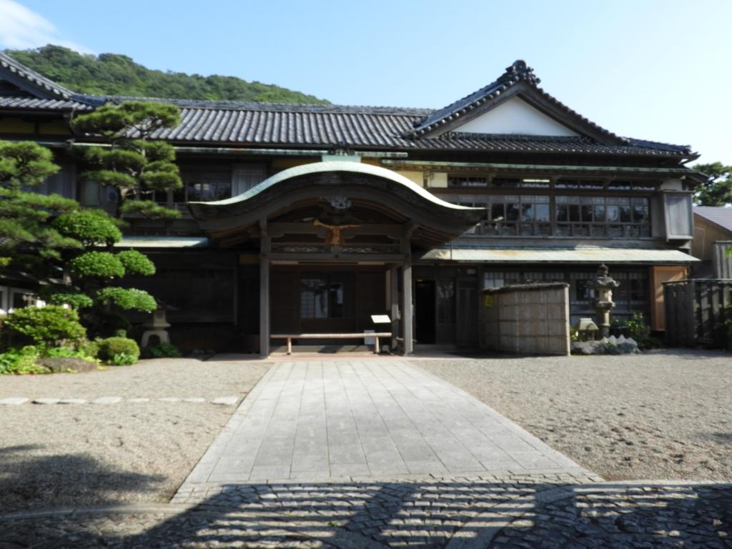 二見浦・夫婦岩表参道にある重要文化財の寶日館