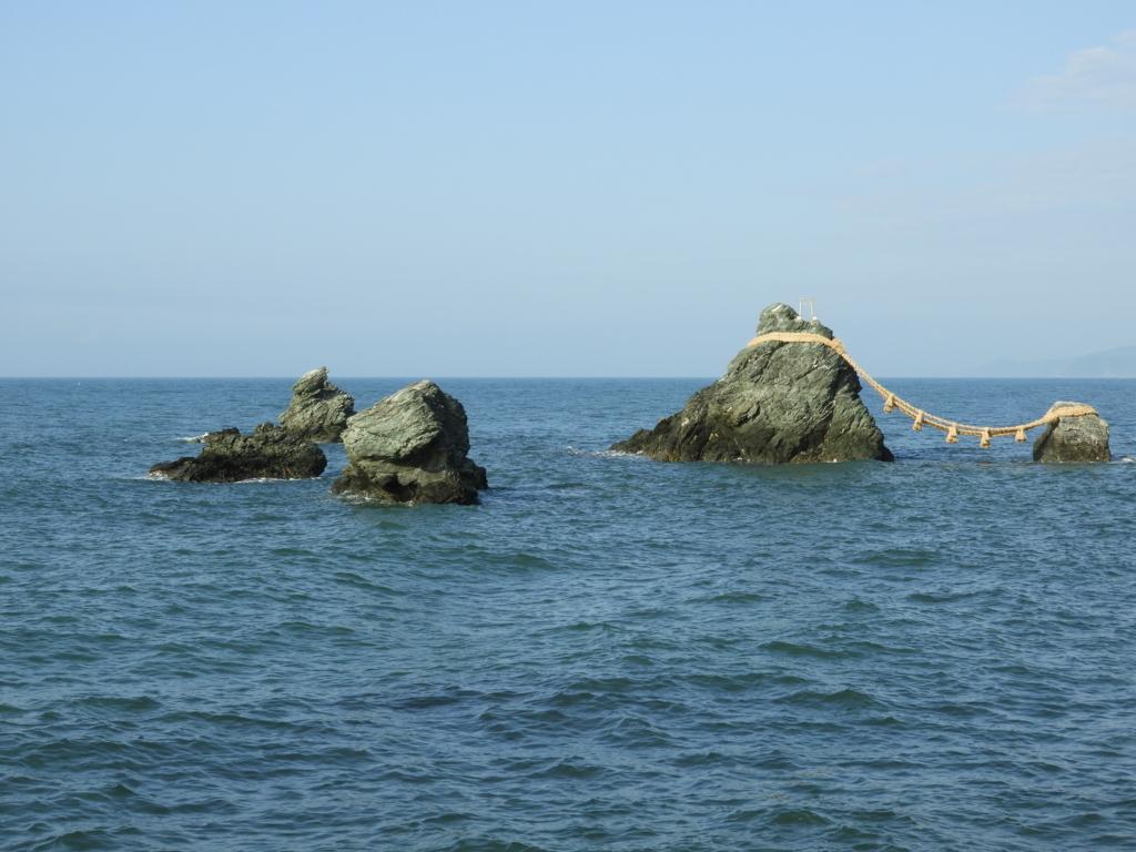 夫婦岩周辺の岩々