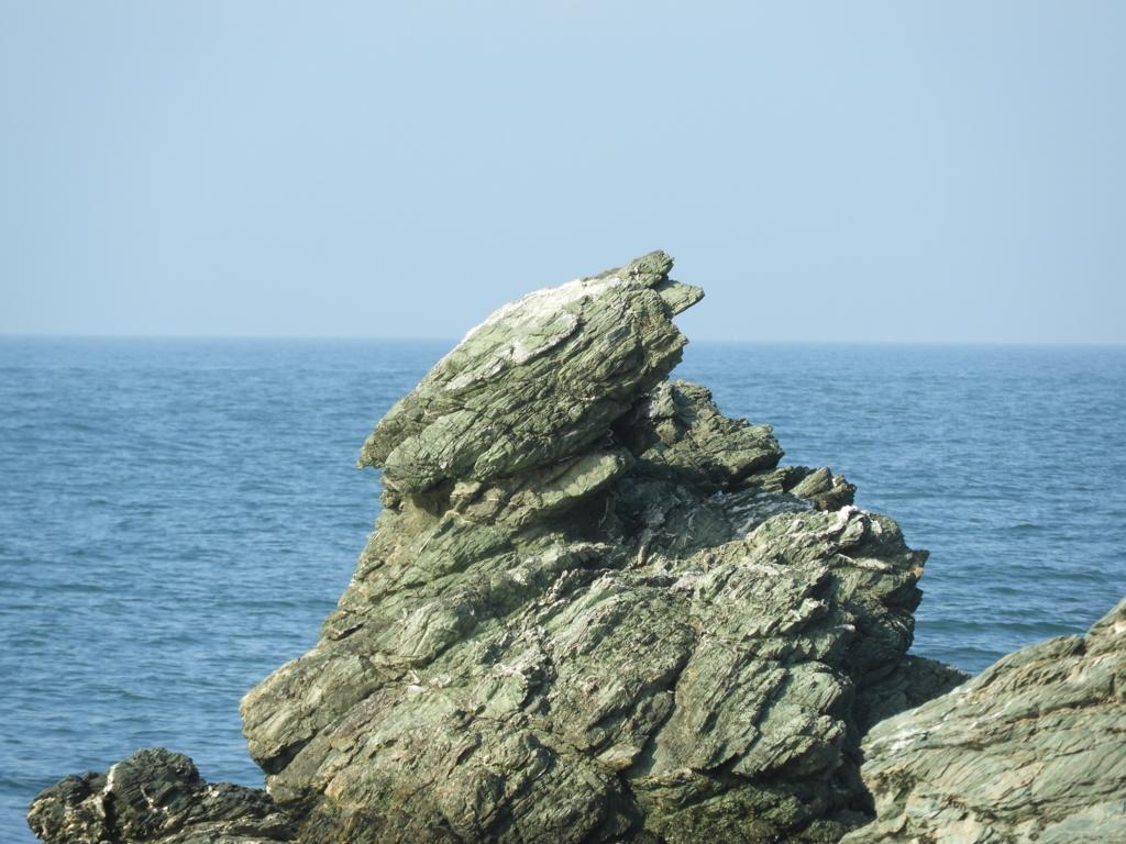 近年蛙に似てきたため名付けられた蛙岩
