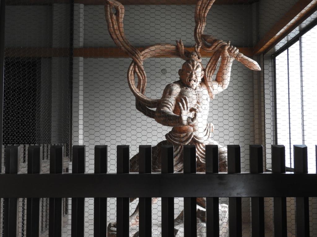 アントニオ猪木がモデルの池上本門寺本堂の仁王像