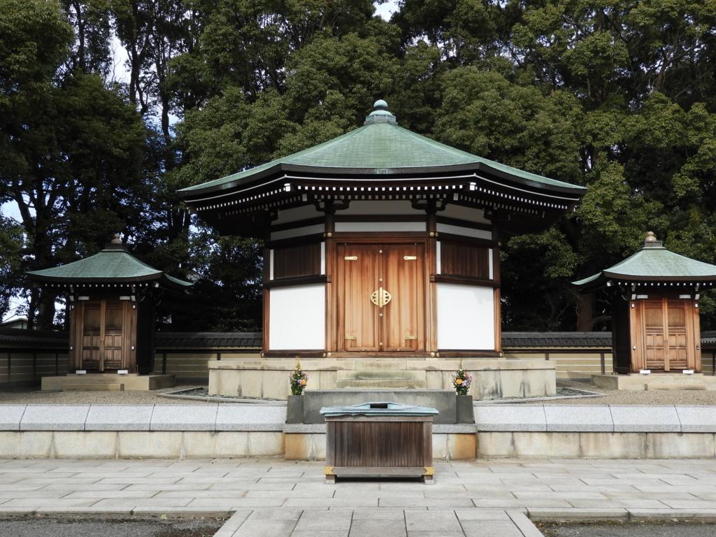 日蓮の墓塔