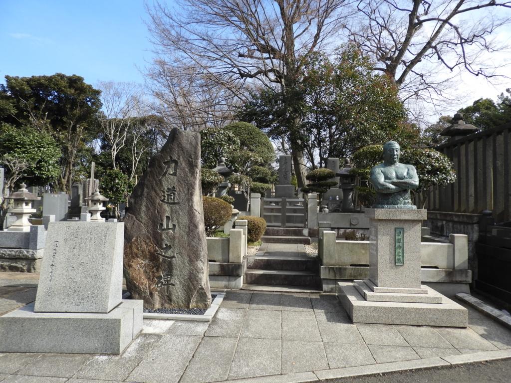 池上本門寺の墓地の一番奥にある力道山の墓