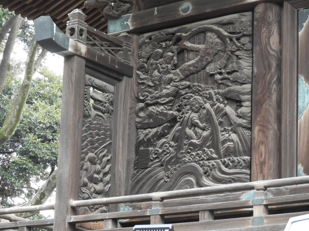 御嶽神社の回廊突き当りの浦島太郎の彫刻