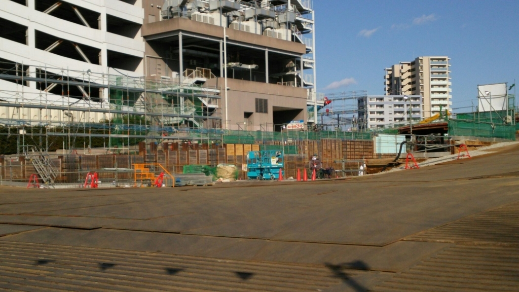 鶴間公園側入り口から見た映画棟側