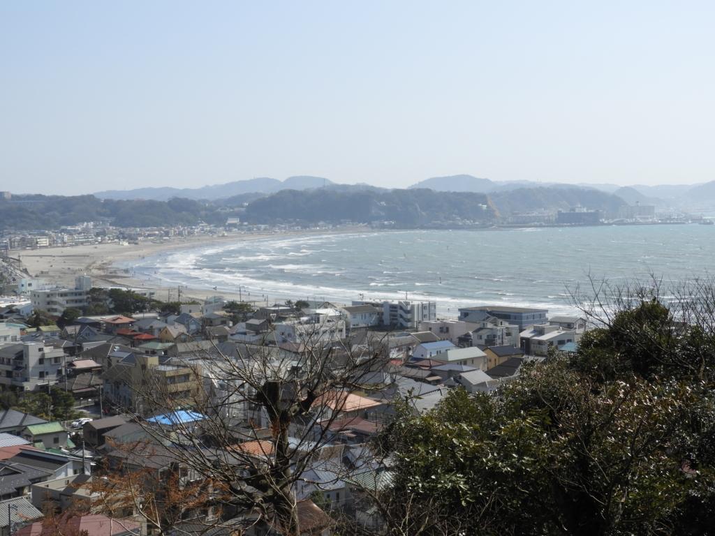 眺望散策路から一望する由比ヶ浜