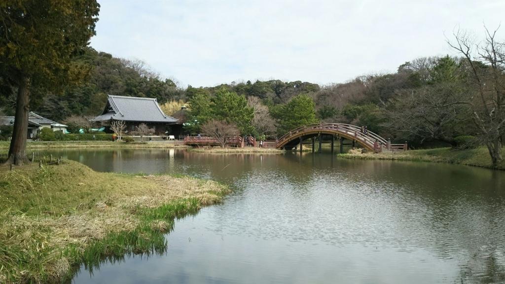 称名寺庭園の全景