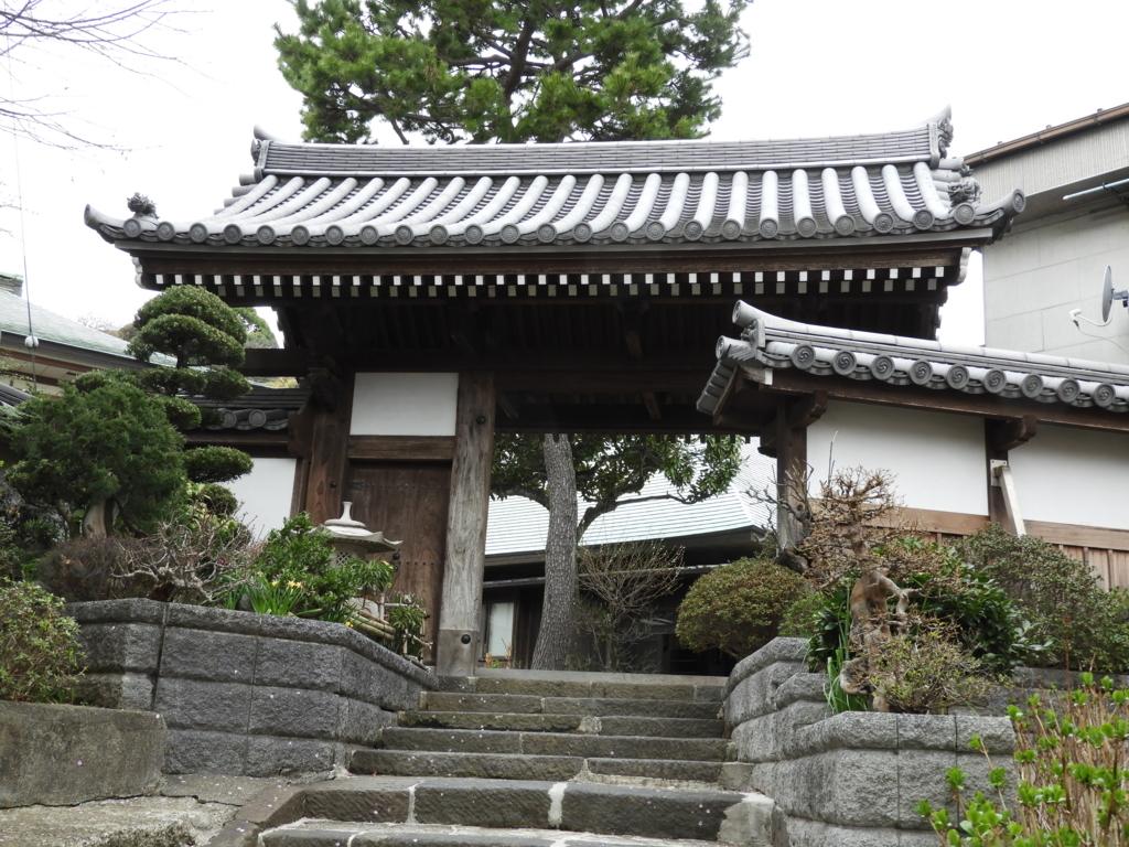 弘明寺の楓関門