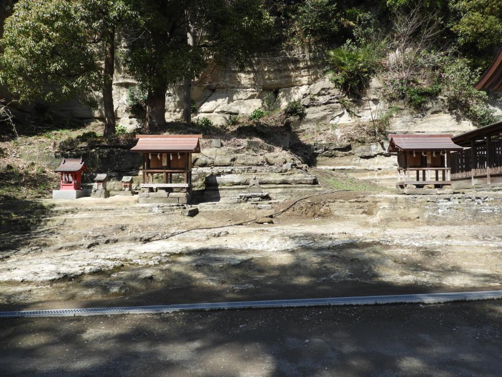 瀬戸神社の右末社