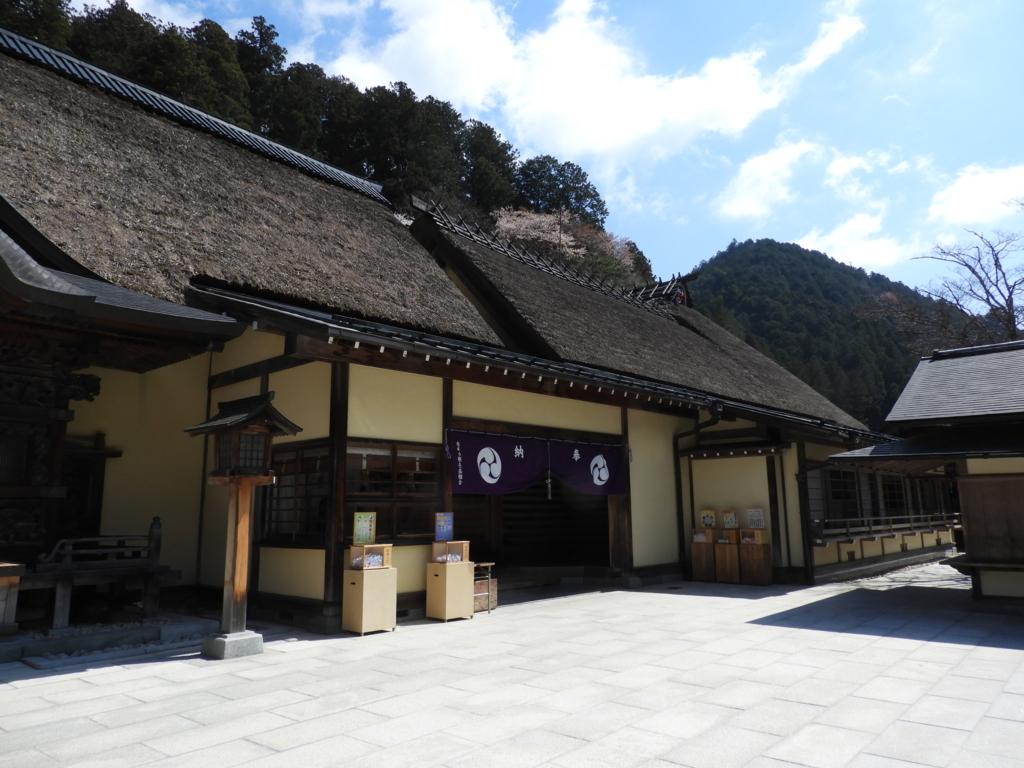 古峯神社の社殿中央の入り口