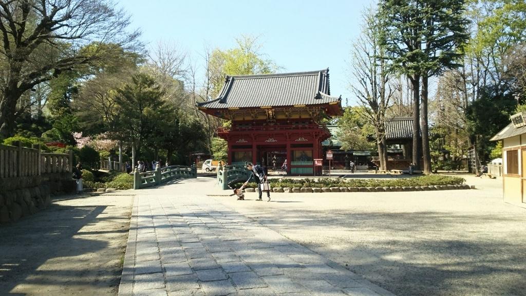 根津神社の境内