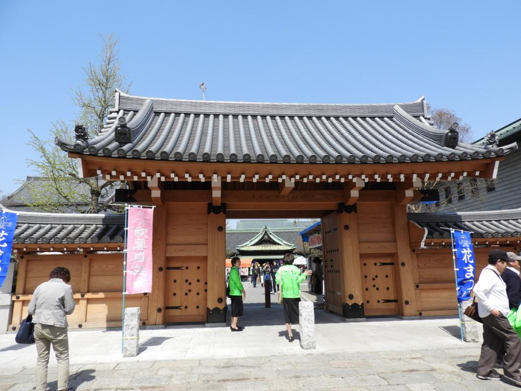 西新井大師の東門