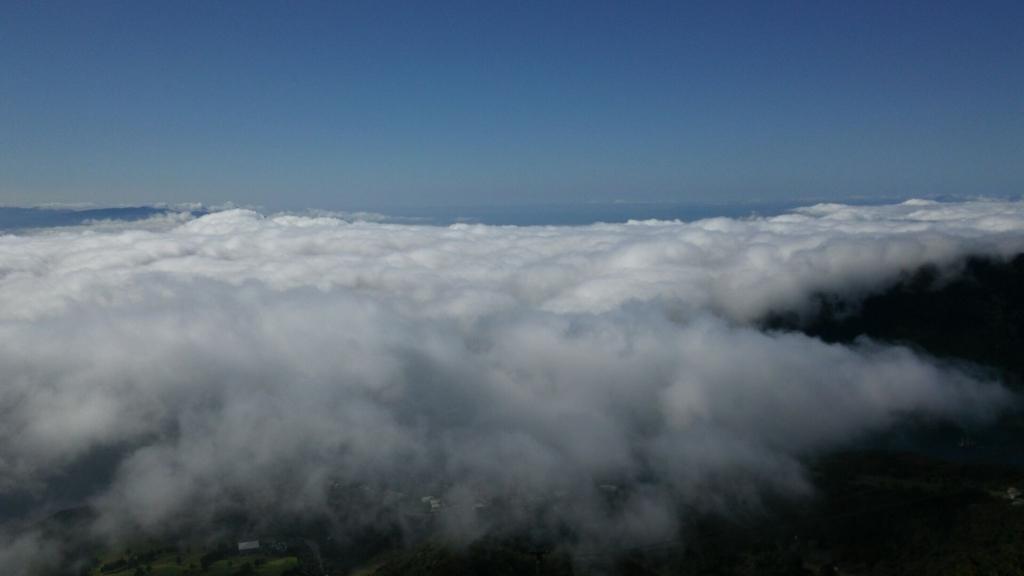 雲がかかった芦ノ湖