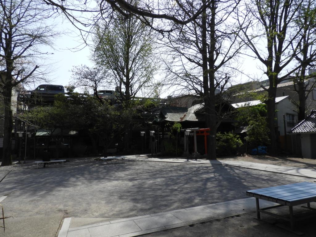 千寿本氷川神社の境内