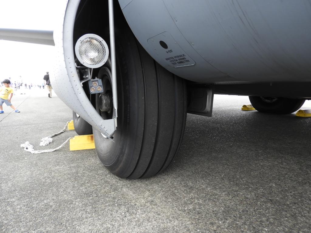 輸送機C-130のタイヤ