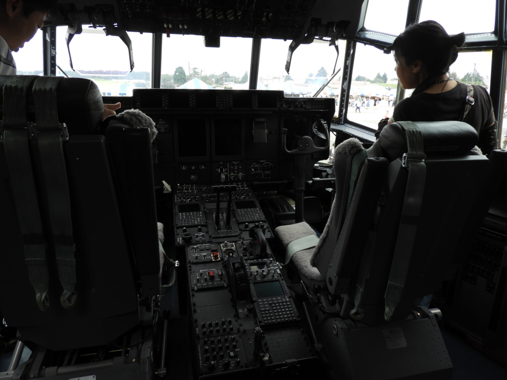 機長席と副操縦士席