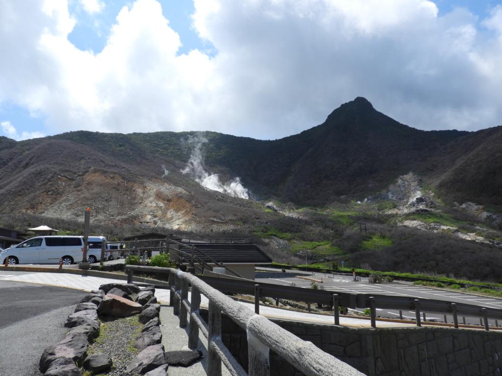 地獄谷上部から出る火山性の蒸気