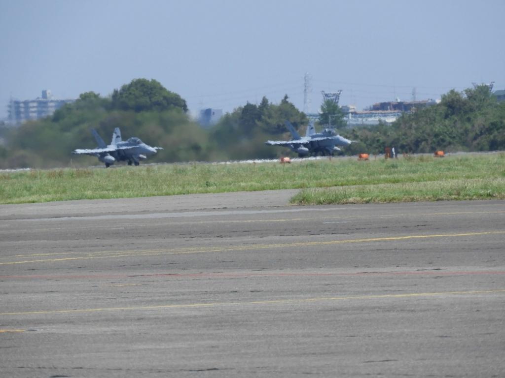 2機の戦闘機