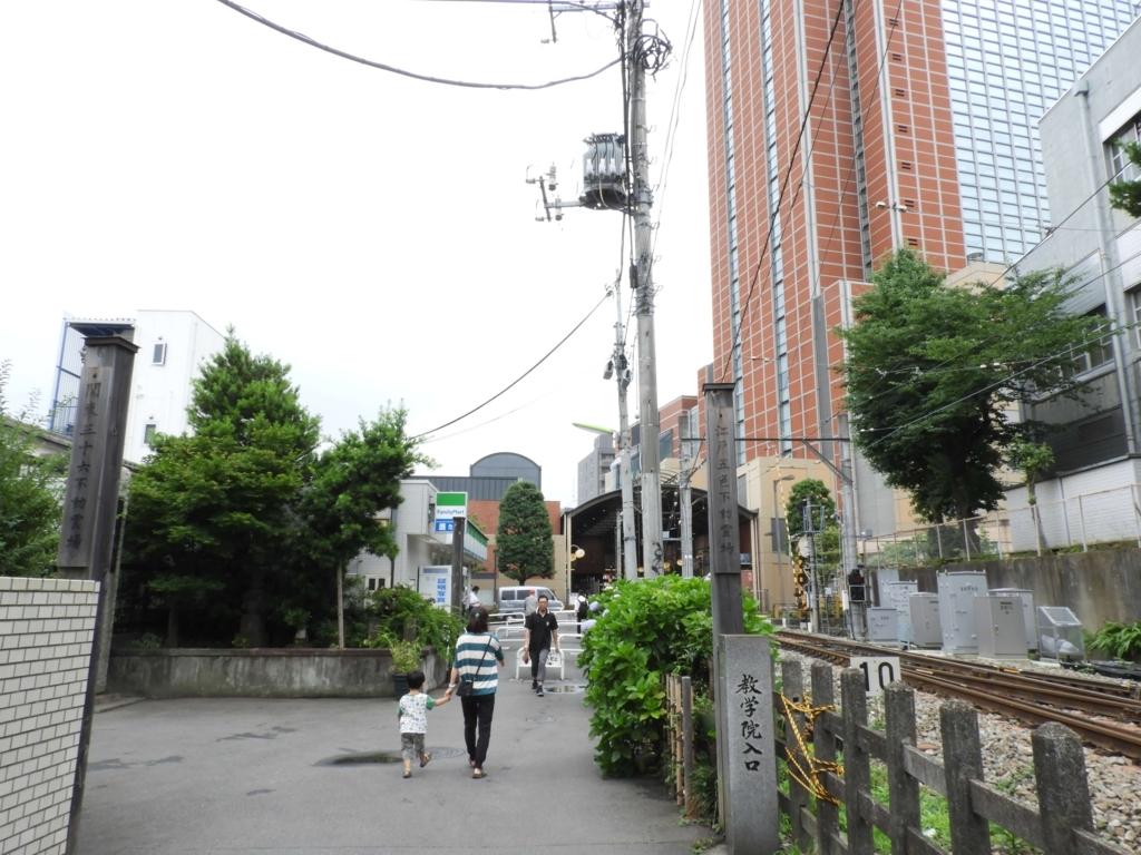 三軒茶屋駅とキャロットタワー