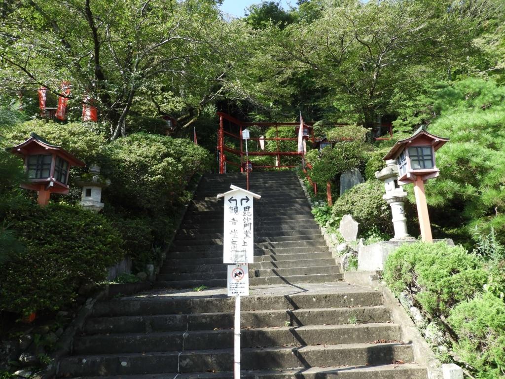 本堂左手の階段