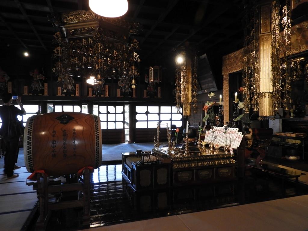 本堂の内部