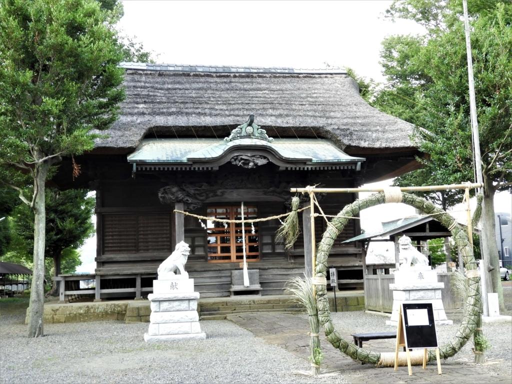 高部屋神社の茅葺の堂々たる拝殿