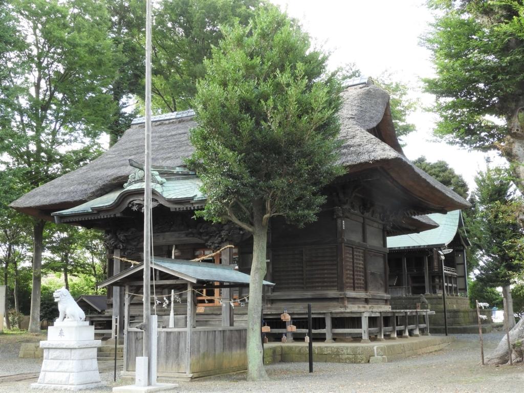 拝殿と本殿が形成する独特の景観