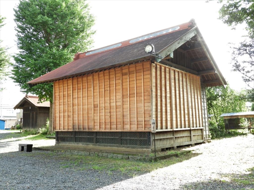 高部屋神社の神楽殿